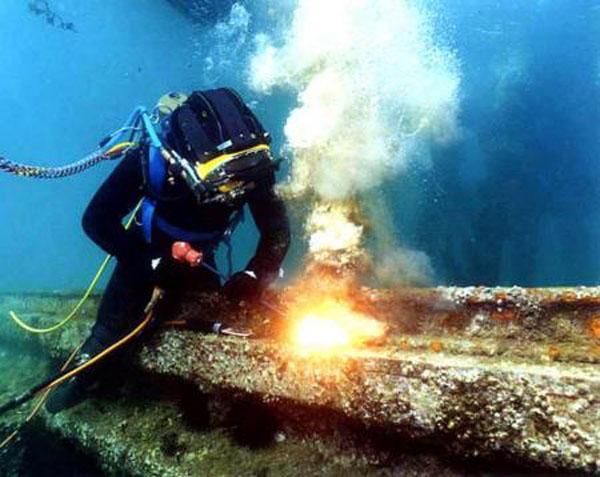 القطع تحت الماء
